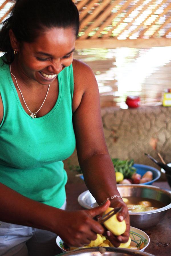 Sri-Lankan-Fried-Potato-Chinta,-Chef,-Unawatuna