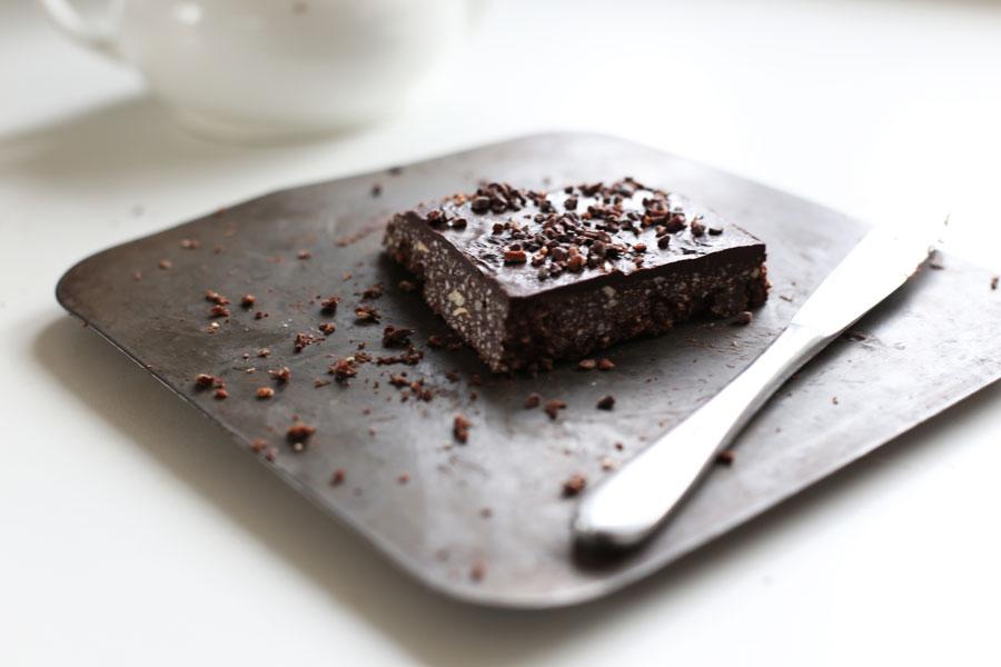 raw-hazelnut-chocolate-slice